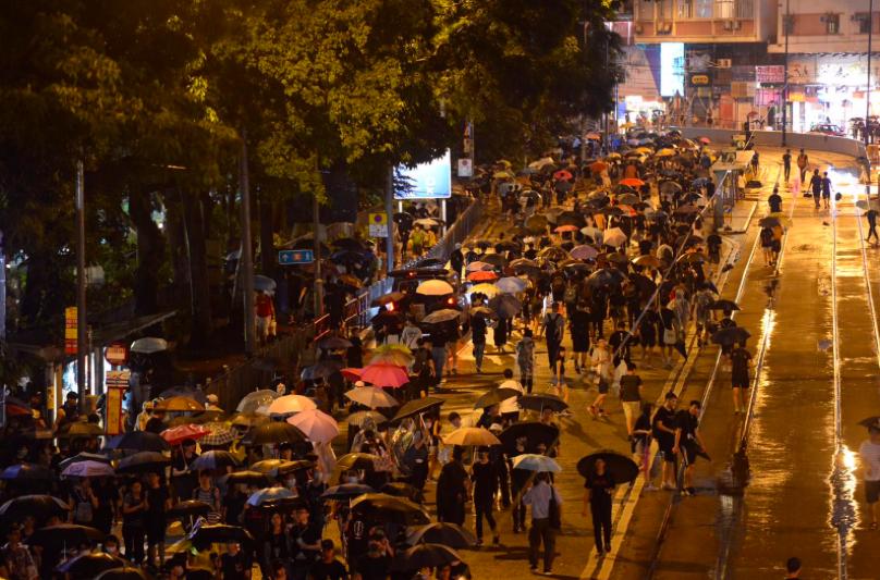 民陣呼籲民眾可繼續「流水式」參與集會直至晚上11時。(星島網)