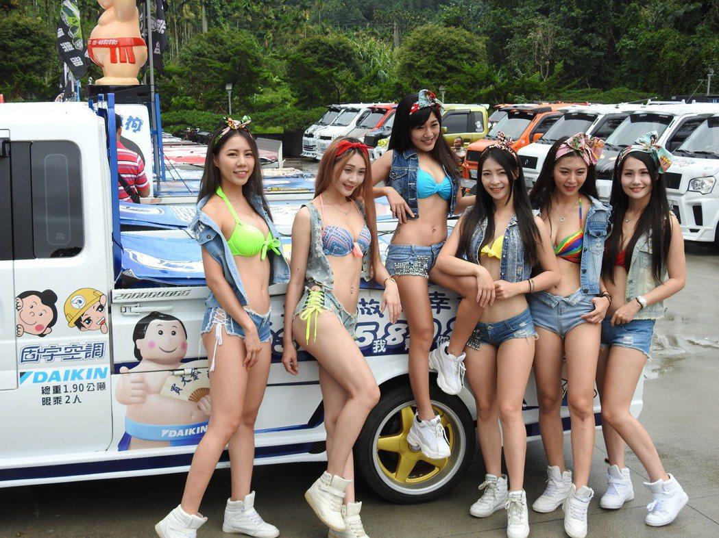 酷炫輕卡貨跑車今在南投縣日月潭范特奇堡會師且發表新車款,比基尼車模全程陪同展示超...