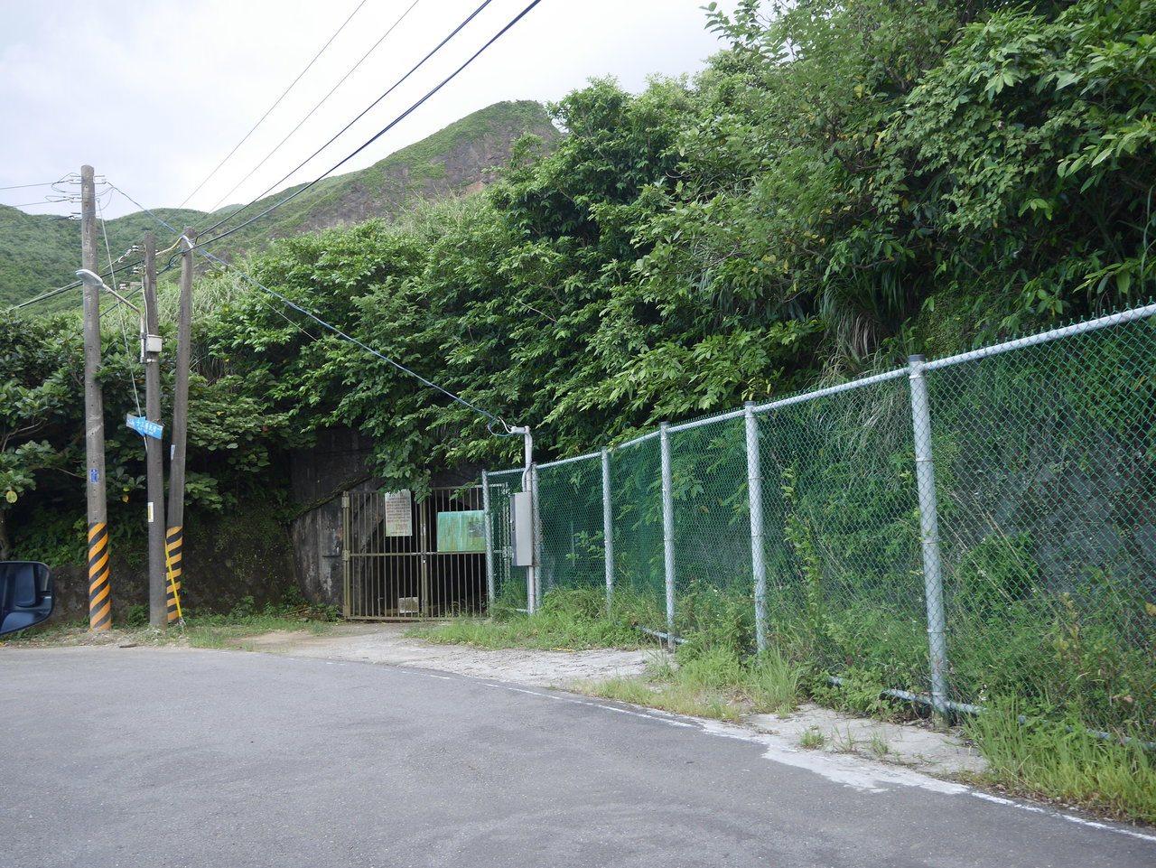 廢煙道事件發生後,台電快馬加鞭將汙染場址圍起來,從山下圍到山上,居民每天要經過鐵...