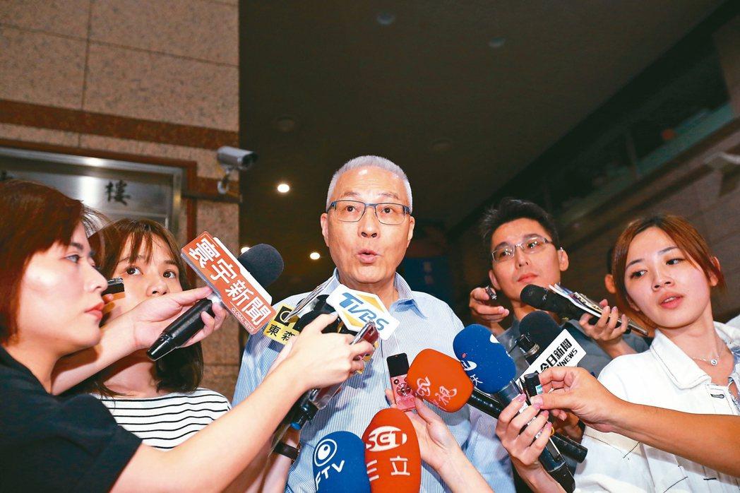 國民黨主席吳敦義(中)與總統參選人韓國瑜昨晚在中央黨部閉門會談近一小時。 記者許...