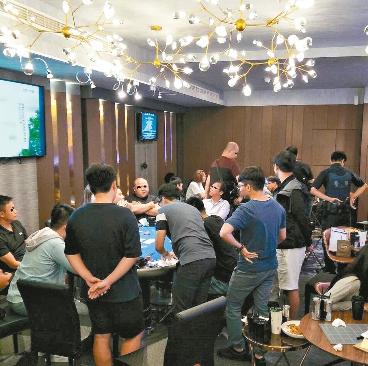 台南市的地下職業賭場設在主題餐廳內,員警形容宛如「澳門賭場」。 圖/讀者提供