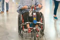 手推輪椅加馬達 街頭亂竄