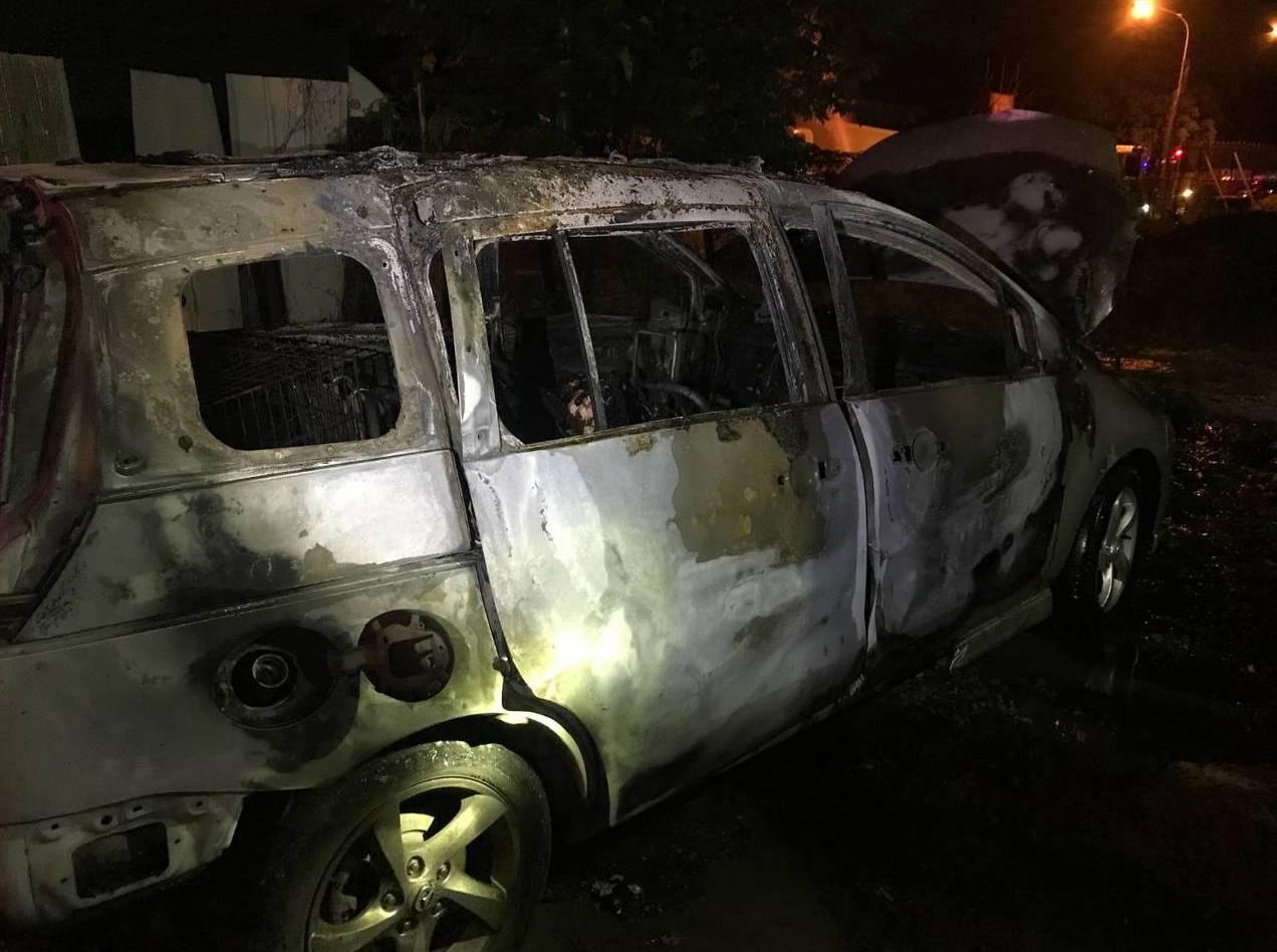 蔣姓板模商燒死在車內。 記者黃寅/翻攝