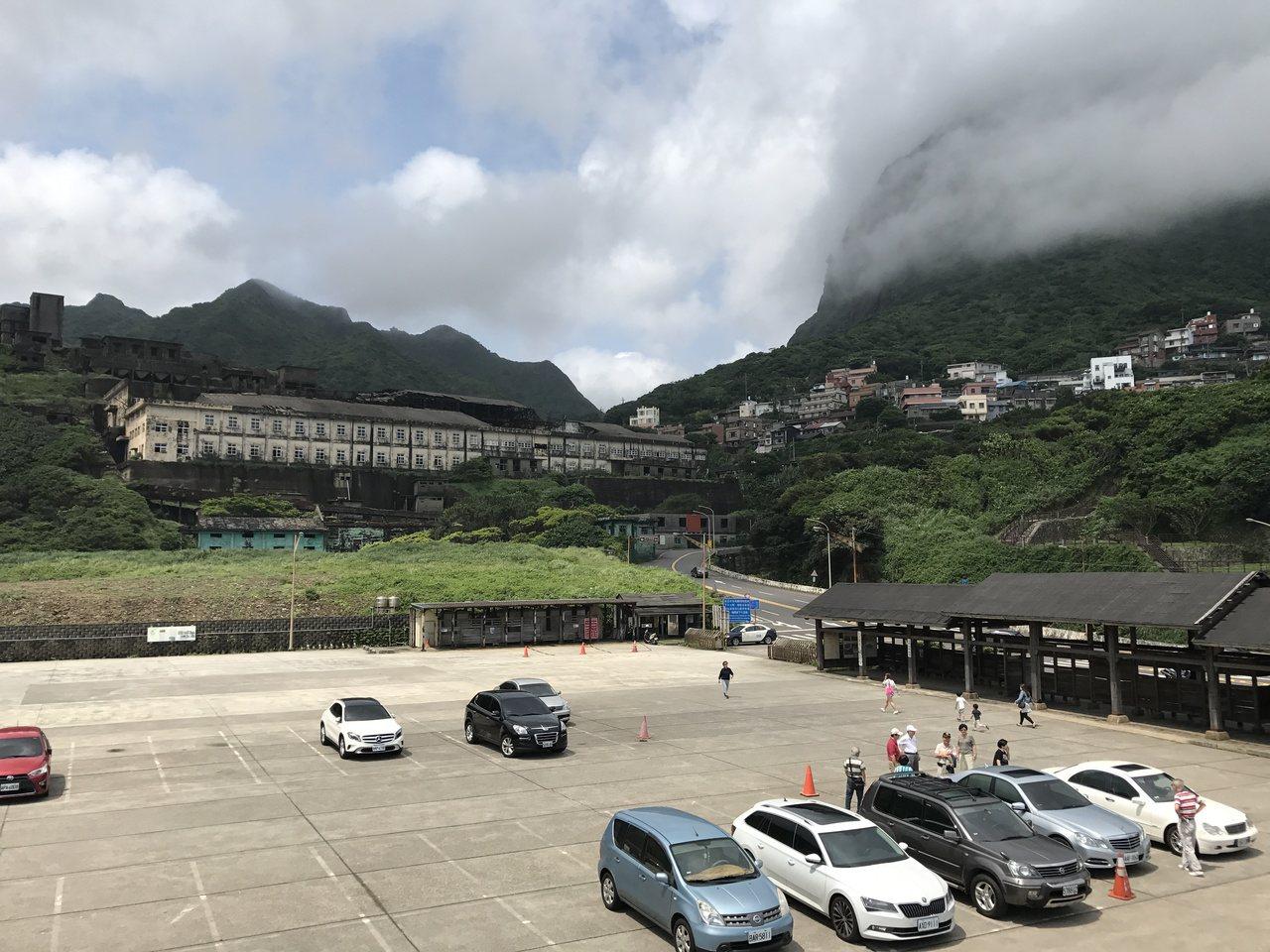 水湳洞停車場的觀景台,可以看陰陽海,十三層遺址等。記者吳淑君/攝影