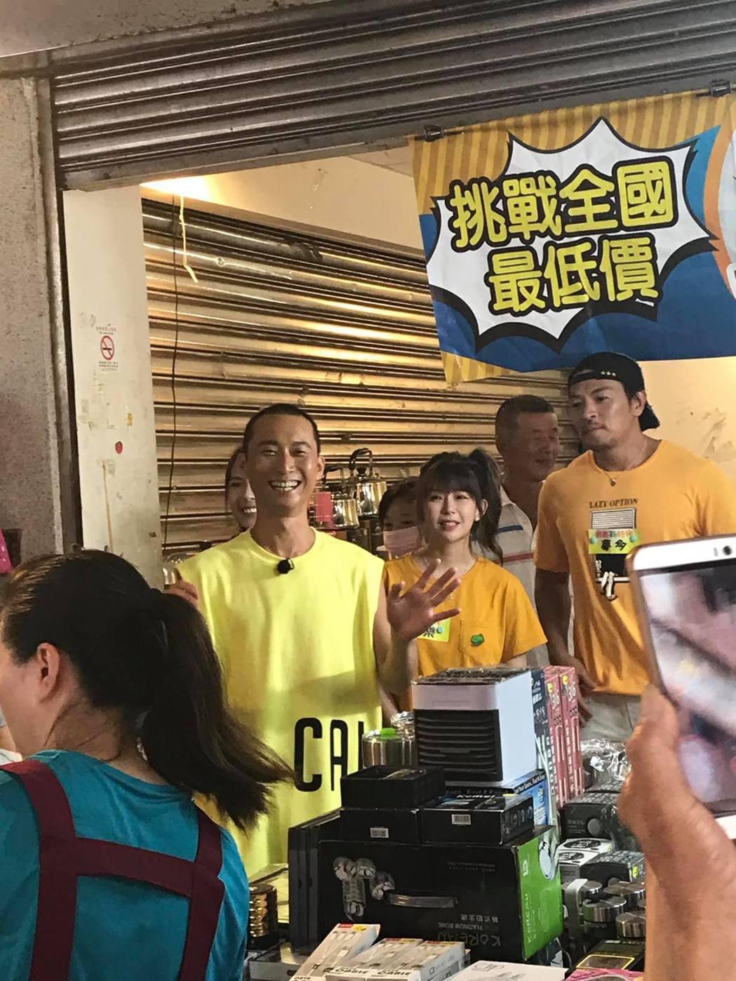 藝人阿翔和浩子在台中市清水錄影,民眾看到很驚喜。圖/取自臉書清水小鎮