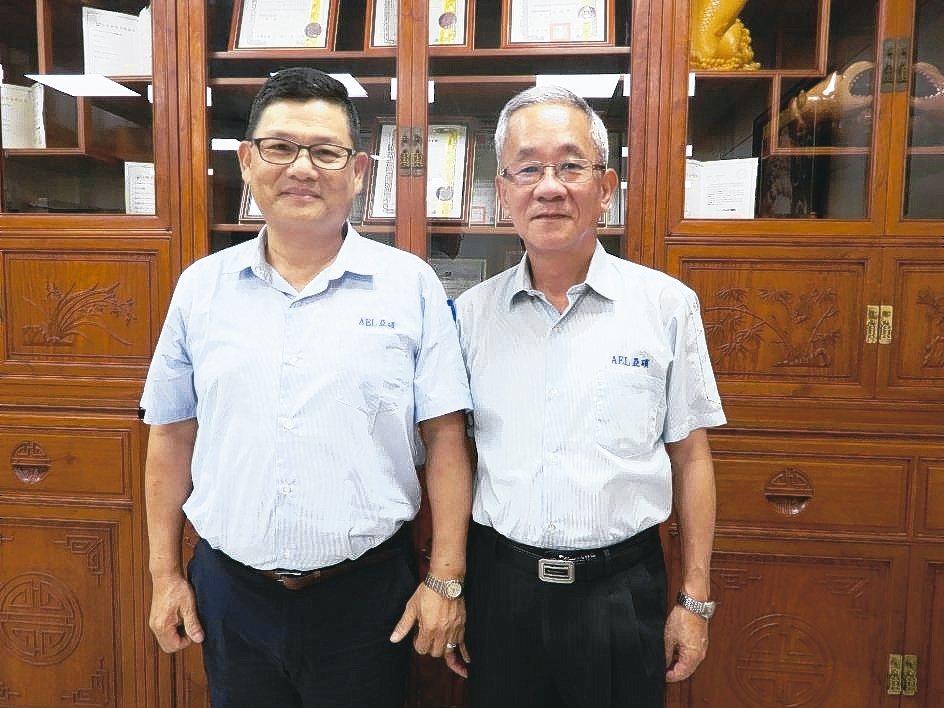 亞碩企業董事長葉楚融(右)、總經理許武泉。 翁永全/攝影