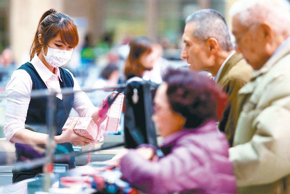 享受樂齡人生要靠民眾即早預備。 本報系資料庫
