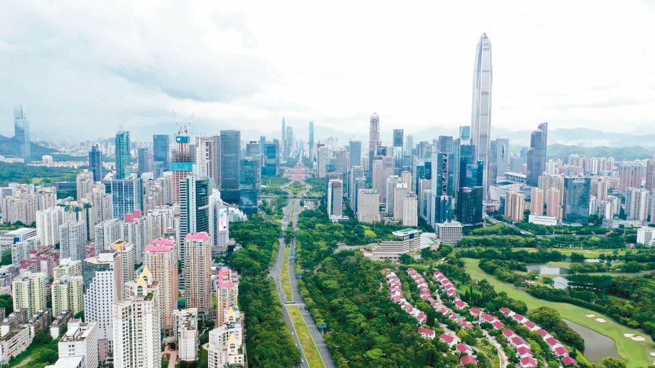 大陸提出將把深圳建設為「中國特色社會主義先行示範區」。圖為深圳福田航拍照。 中新...