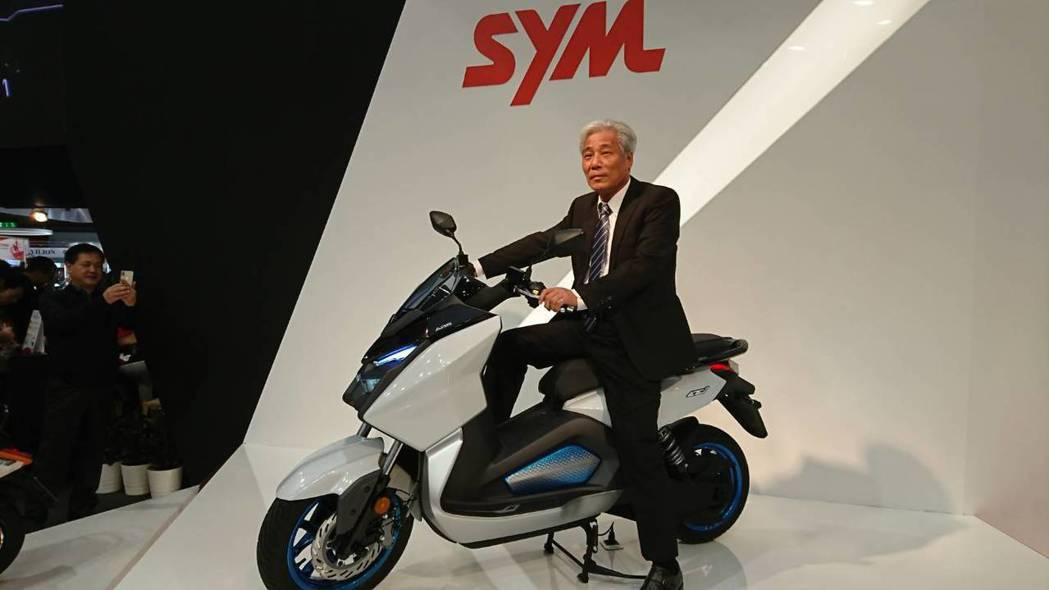 三陽工業董事長吳清源有信心今年汽車、機車銷售都可望逆勢突圍。 報系資料照