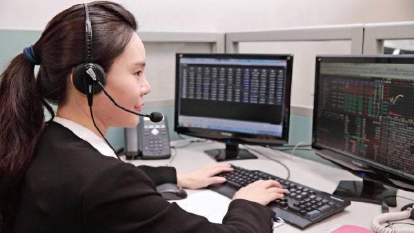 富邦證券讓客戶能夠不受時間限制,享受完整客戶服務。富邽證券/提供