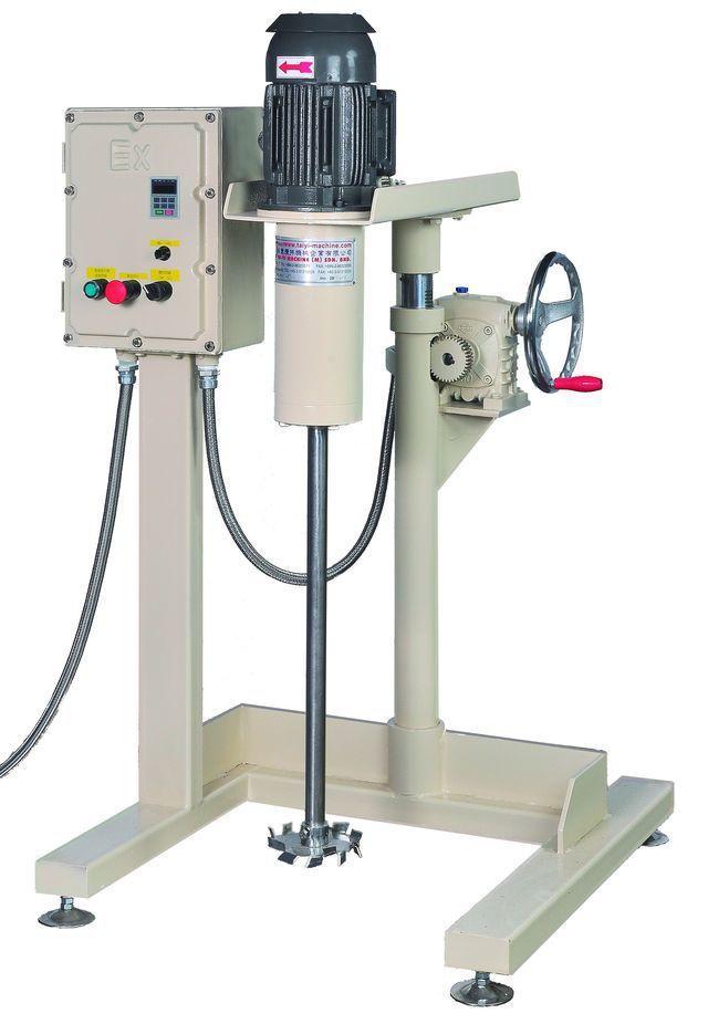 泰億國際攪拌機械公司推出手搖式上下防爆型壓升降攪拌機。 泰億/提供