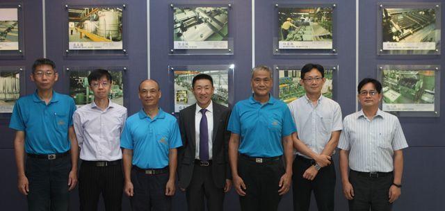 晉椿工業公司董事長陳譽(中)帶領營運團隊,續創企業發展高峰。 晉椿/提供