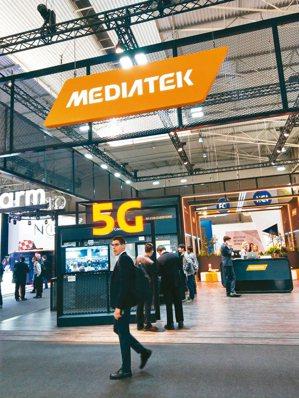 市場傳出聯發科明年可望打入華為供應鏈,圖為聯發科今年的MWC展區,主打5G技術。...