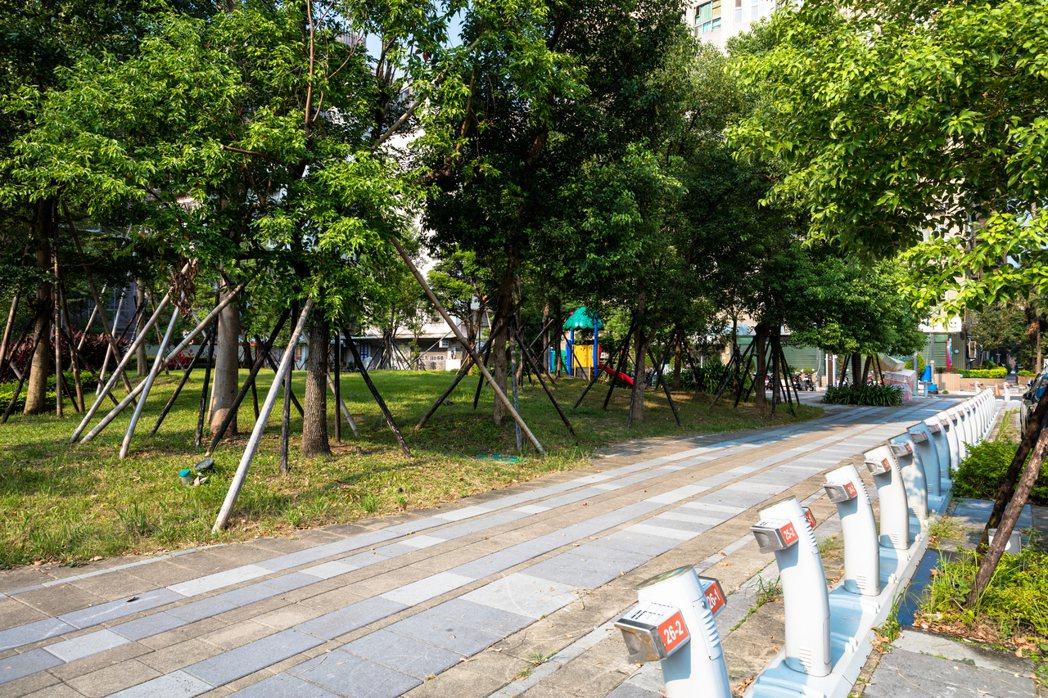 「東城大境」全區佔地達5,000坪,讓住戶享有住在公園的概念。 業者/提供