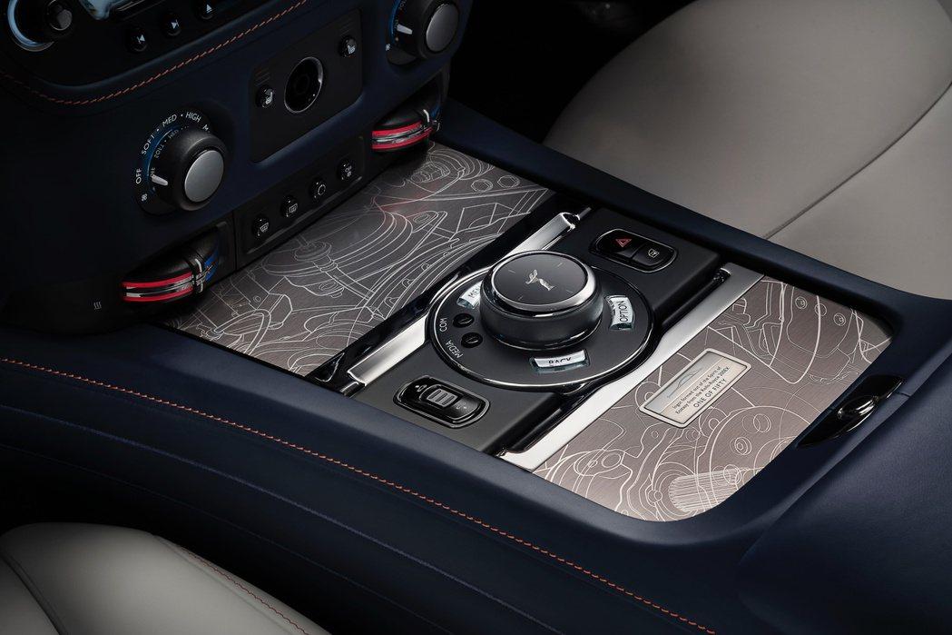 Ghost Zenith的誕生則借鑒了200EX概念車的設計,充滿現代氣息的精湛...