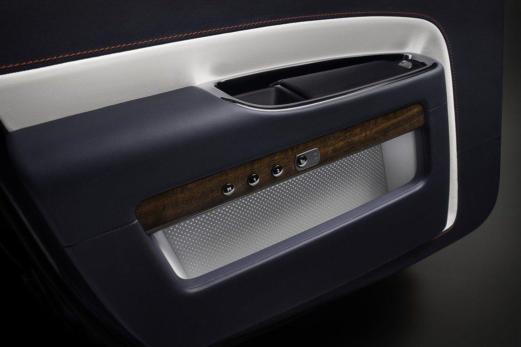 Ghost Zenith獨特的發光車門儲物格進一步彰顯了Ghost Zenith...