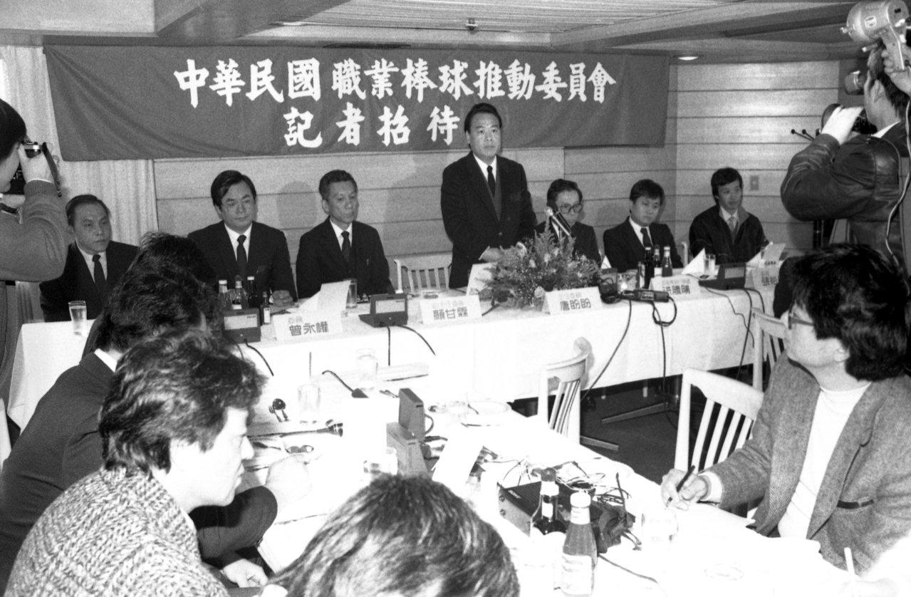 當年行政院政務委員張豐緒的一句話,讓洪騰勝開始玩真的,突圍當年中職推動委員會記者...