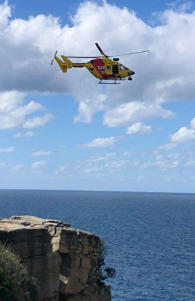 事發後,救難人員人員隨即出動直升機,將女子從30公尺深的懸崖中救出,但最終仍不幸...