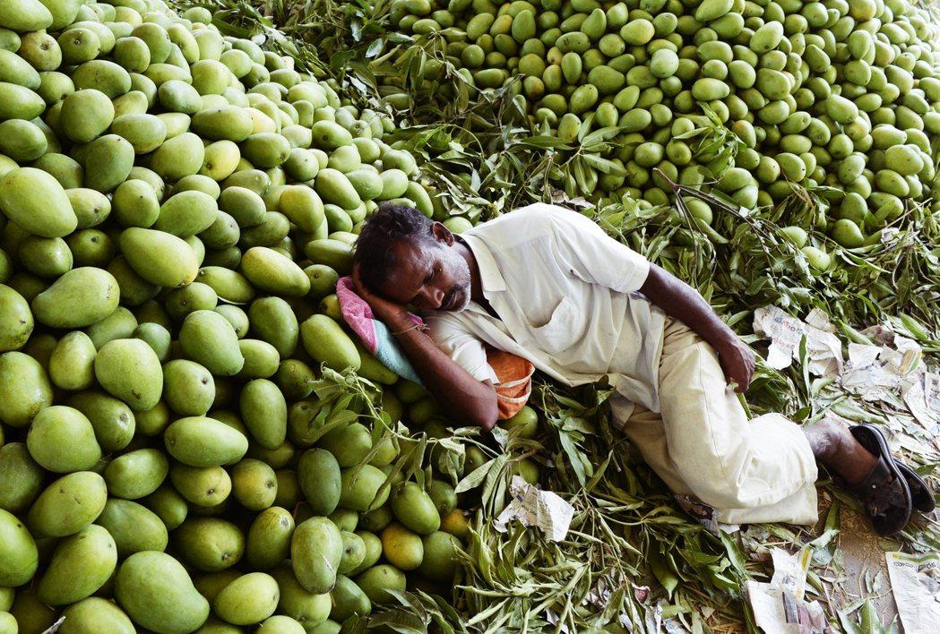 依此研究的推算,2011年後印度的實際經濟成長每年僅約4.5%,遠比官方預估的每...