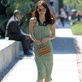 小隻女界的「高衣Q女神」 艾瑪羅勃茲的夏日優雅穿搭根本看不出來她只有157公分