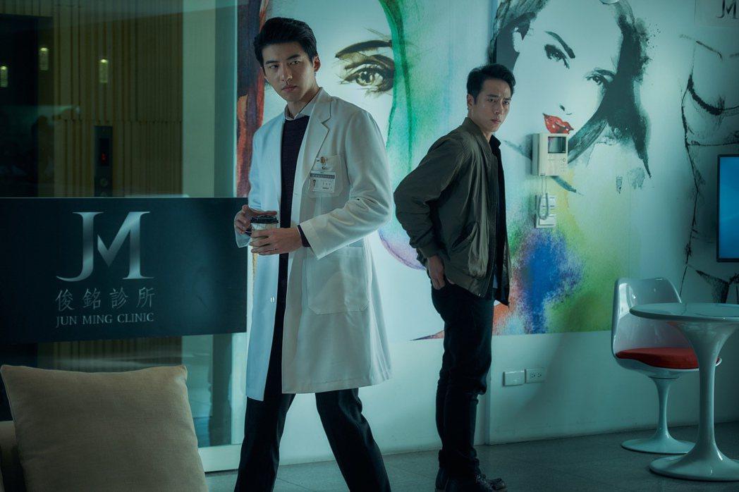傅孟柏、莊凱勛演出「緝魔」。圖/華映提供