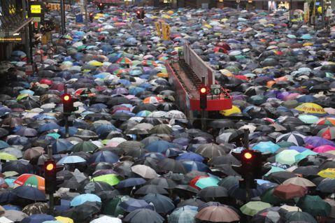 這不是顏色革命:香港反送中是公民抵抗式的自治運動