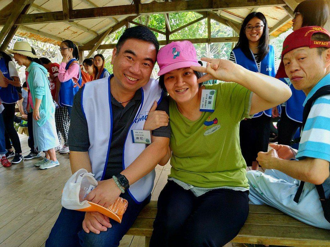 于紀隆(左)熱衷投入志工活動。照片KPMG提供