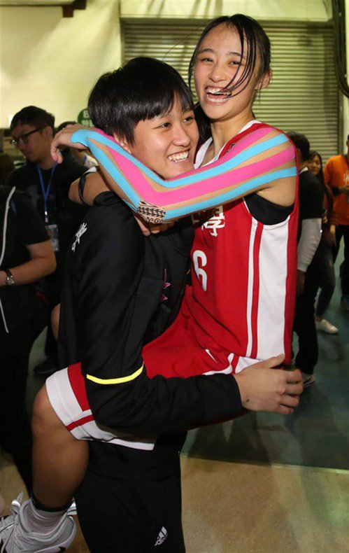 羅培甄(左)與羅培儀(右)HBL史上第一對「MVP姊妹」。圖/讀者提供