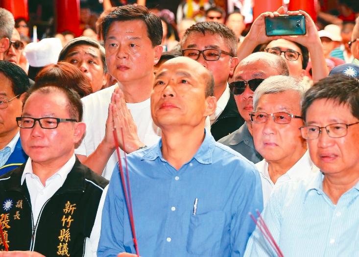 國民黨總統參選人韓國瑜(中)。 記者陳正興/攝影