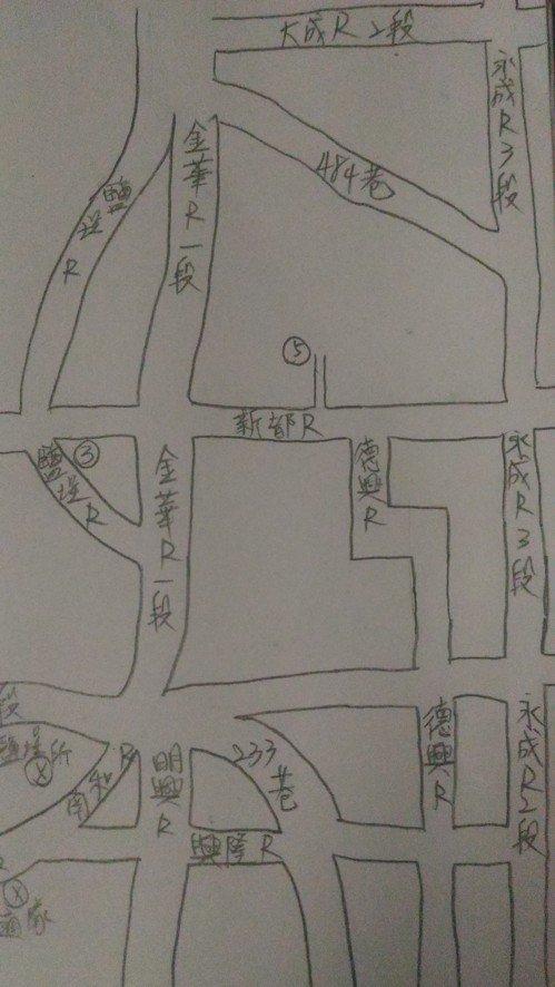 「手繪地地圖,是我的巡邏秘笈!」南市警六分局鹽埕派出所年輕警員葛祐豪,在筆記本上...