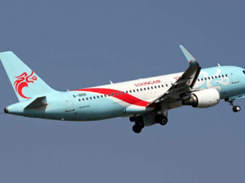 一男子假借長龍空姐劉文萱的名義,發文稱「中國民航局就是一垃圾機構,支持國泰航空」...