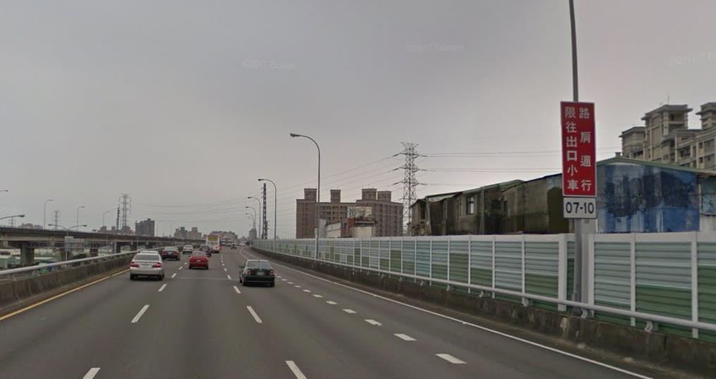 去年到今年6月為止,新北市「行駛高速公路違規使用路肩」違規案件達7920件,違者...