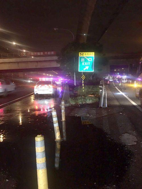 車禍發生在國道1號北向機場系統匝道口。記者林昭彰/翻攝