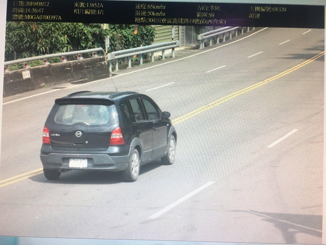 高雄市田寮區鹿埔路前測速相機,上半年開出9442張罰單,成為測速相機中的「搶錢王...