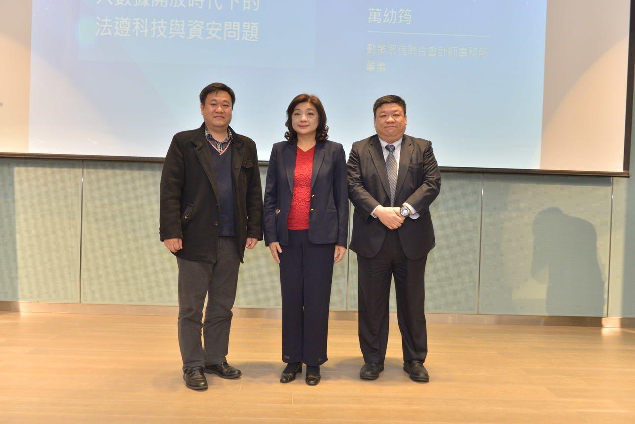 東吳大學法律研究所兼任助教授萬幼筠(右)。 圖/ 博斯資訊安全公司提供