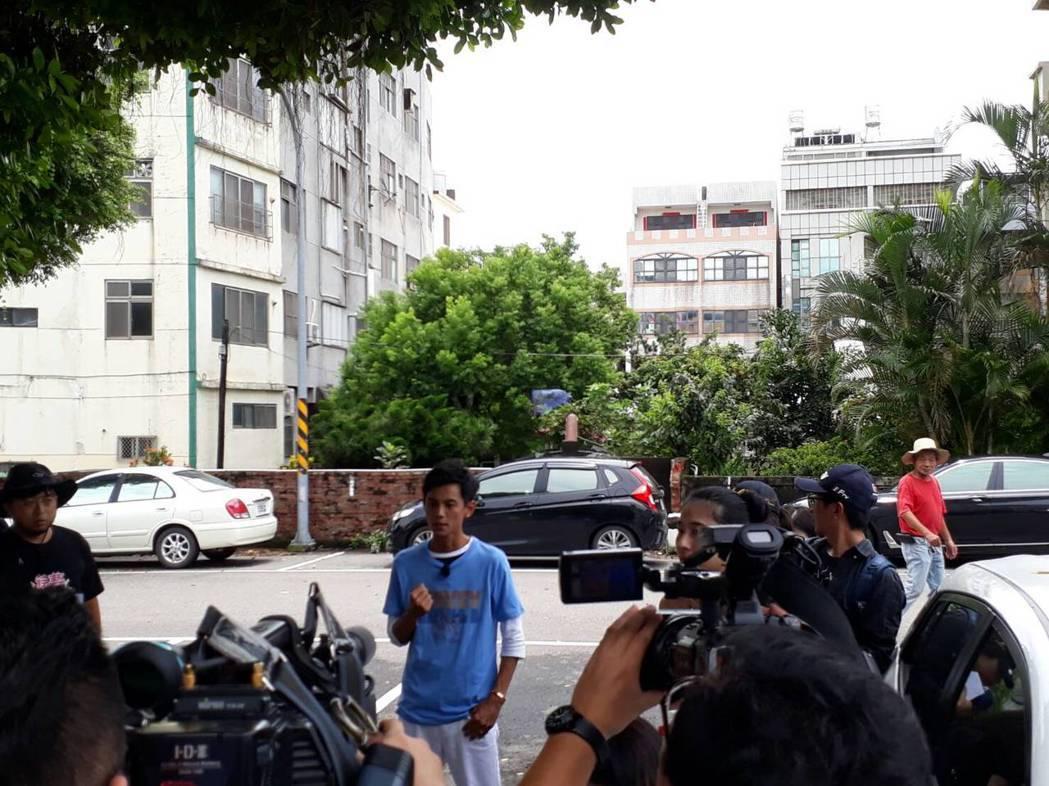 藝人阿翔今天到台中市清水區錄影。記者游振昇/攝影