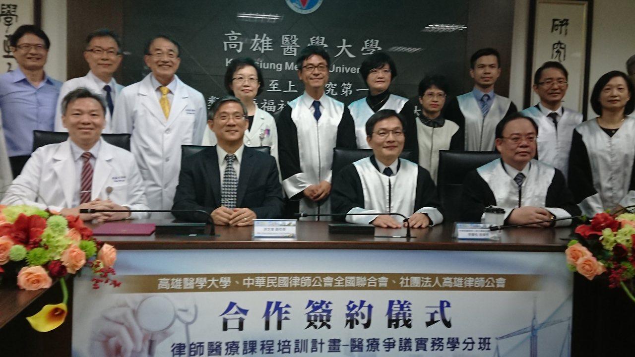 高醫大9月起將開辦「律師醫療課程培訓專班」,律師接受醫療實務課程後,能更精準地以...