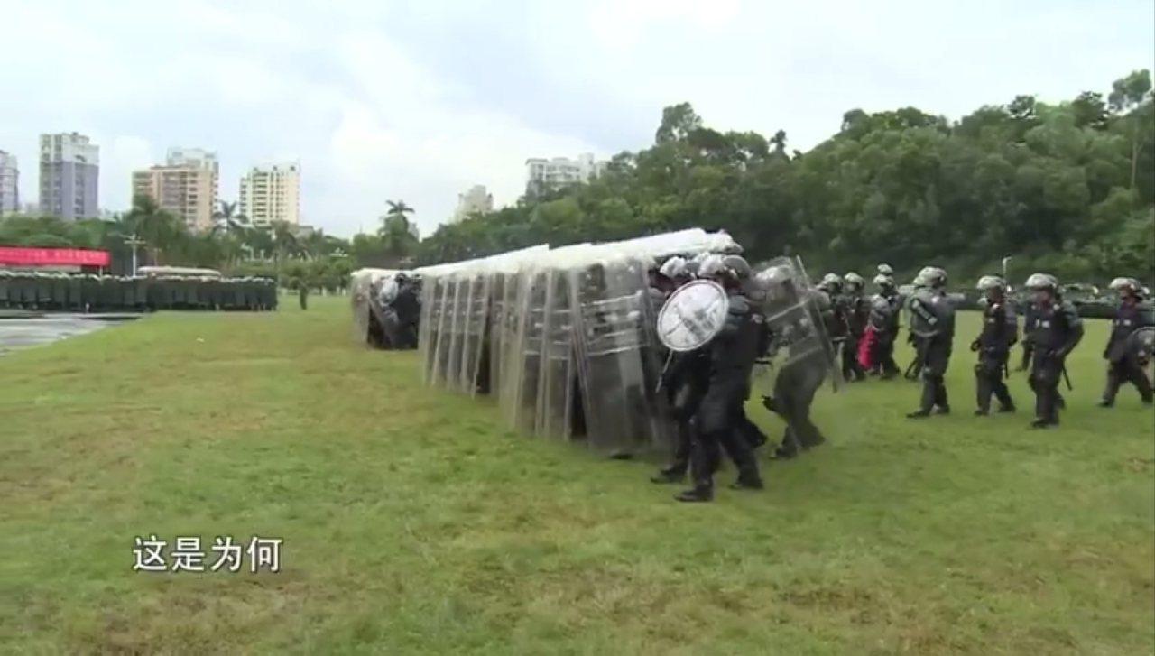 香港民陣18日於維園舉行「流水式集會」,中國政府也在同一天,曝光17日加派深圳的...