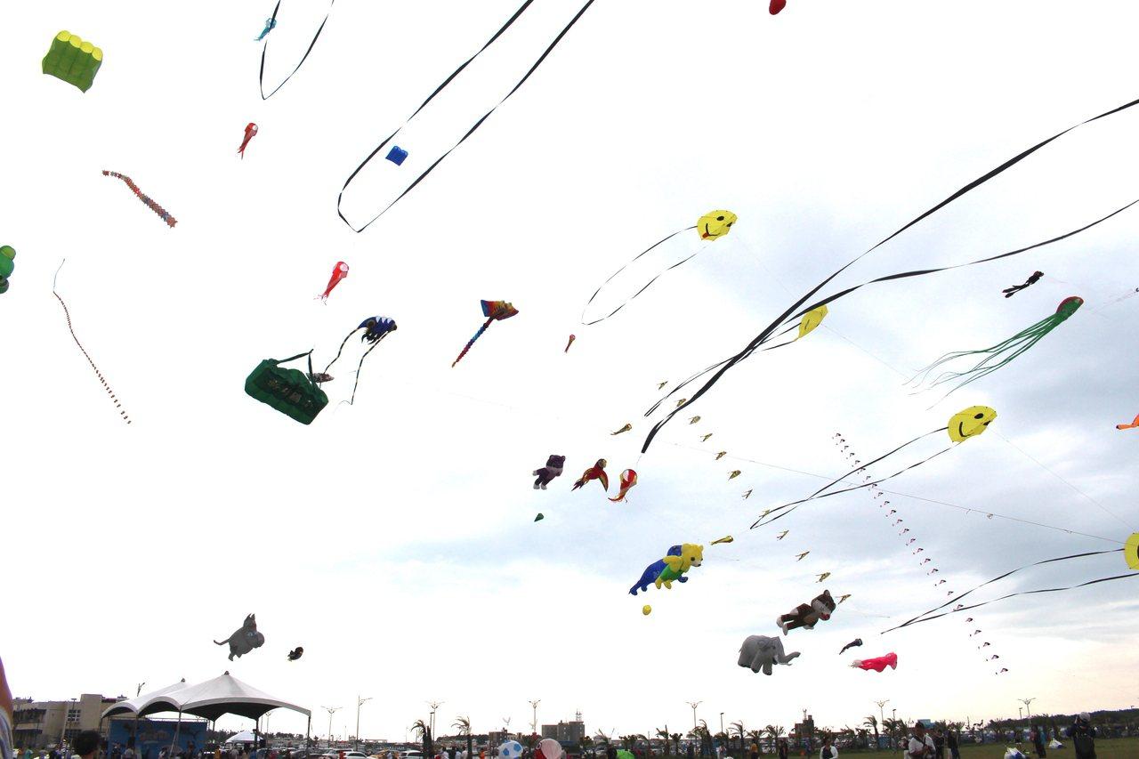 2019新竹市國際風箏節將於8月24日、25日在新竹漁港熱鬧登場,今年風箏節以動...