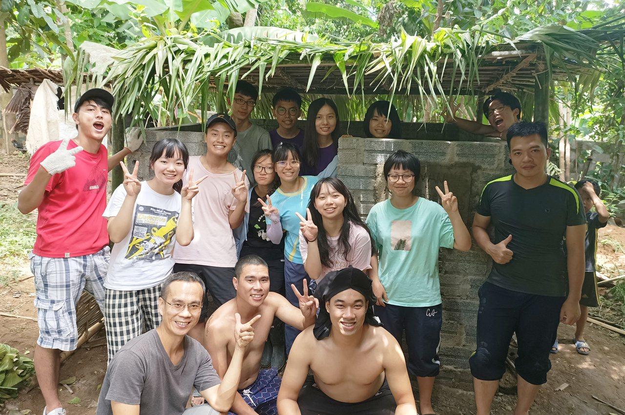 助單親媽挖化糞池、蓋廁所!中大國際志工團赴越南服務