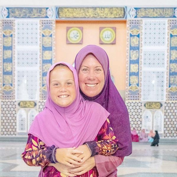 澳洲單親媽媽法蘿帶著6歲女兒環遊世界。取自Instagram(@mumpackt...