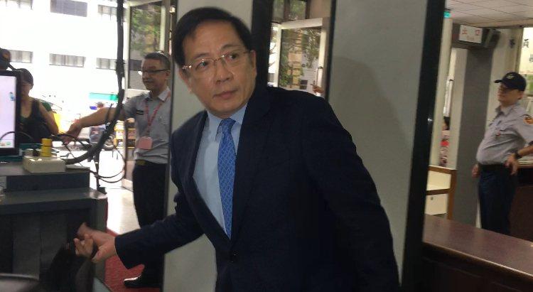 管中閔今再為兼職案出庭。記者林孟潔/攝影
