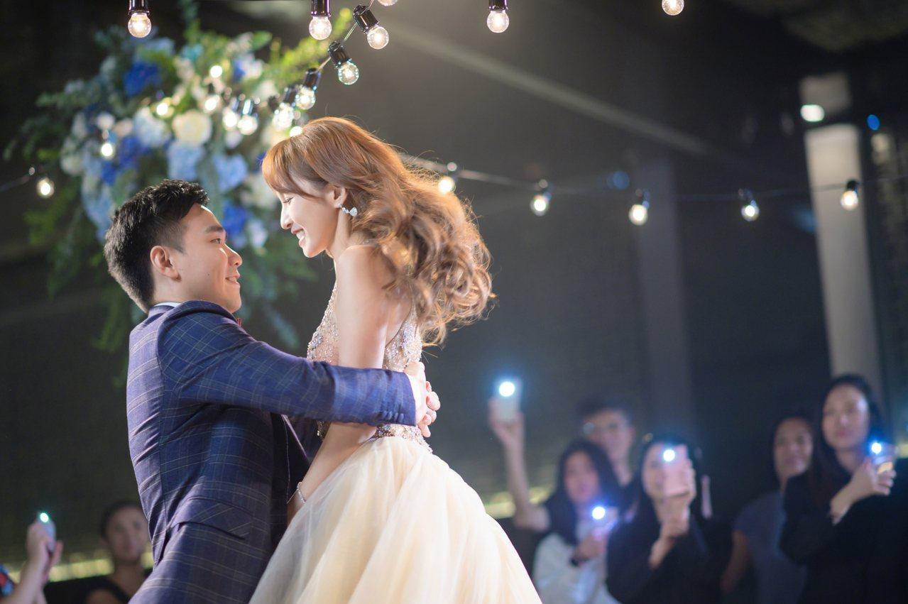 晶華表示,婚宴中最重要的橋段Dance加進專案後,讓新人可以大展舞技,與賓客分享...