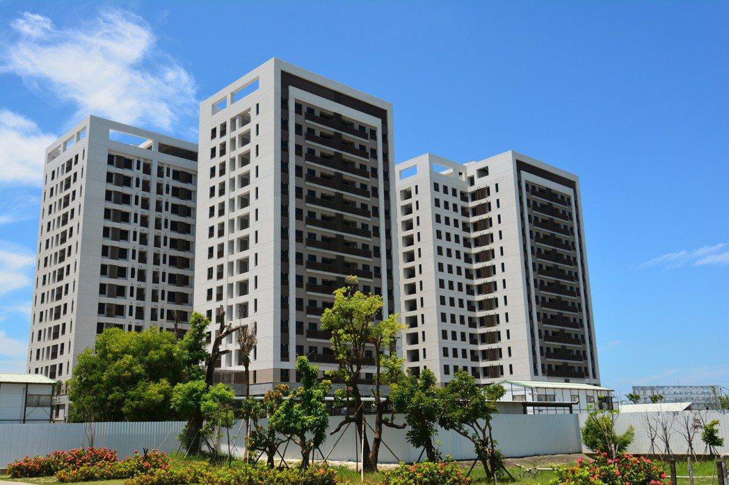 台南市鐵路地下化照顧住宅目前已完工交屋。圖/都發局提供