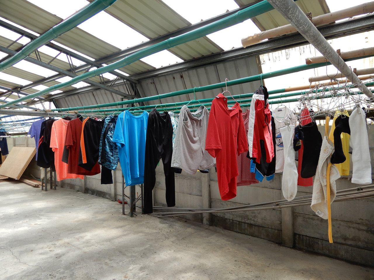 二林鎮喜樂保育院生的衣物少部分為民眾捐贈。圖/喜樂保育院提供