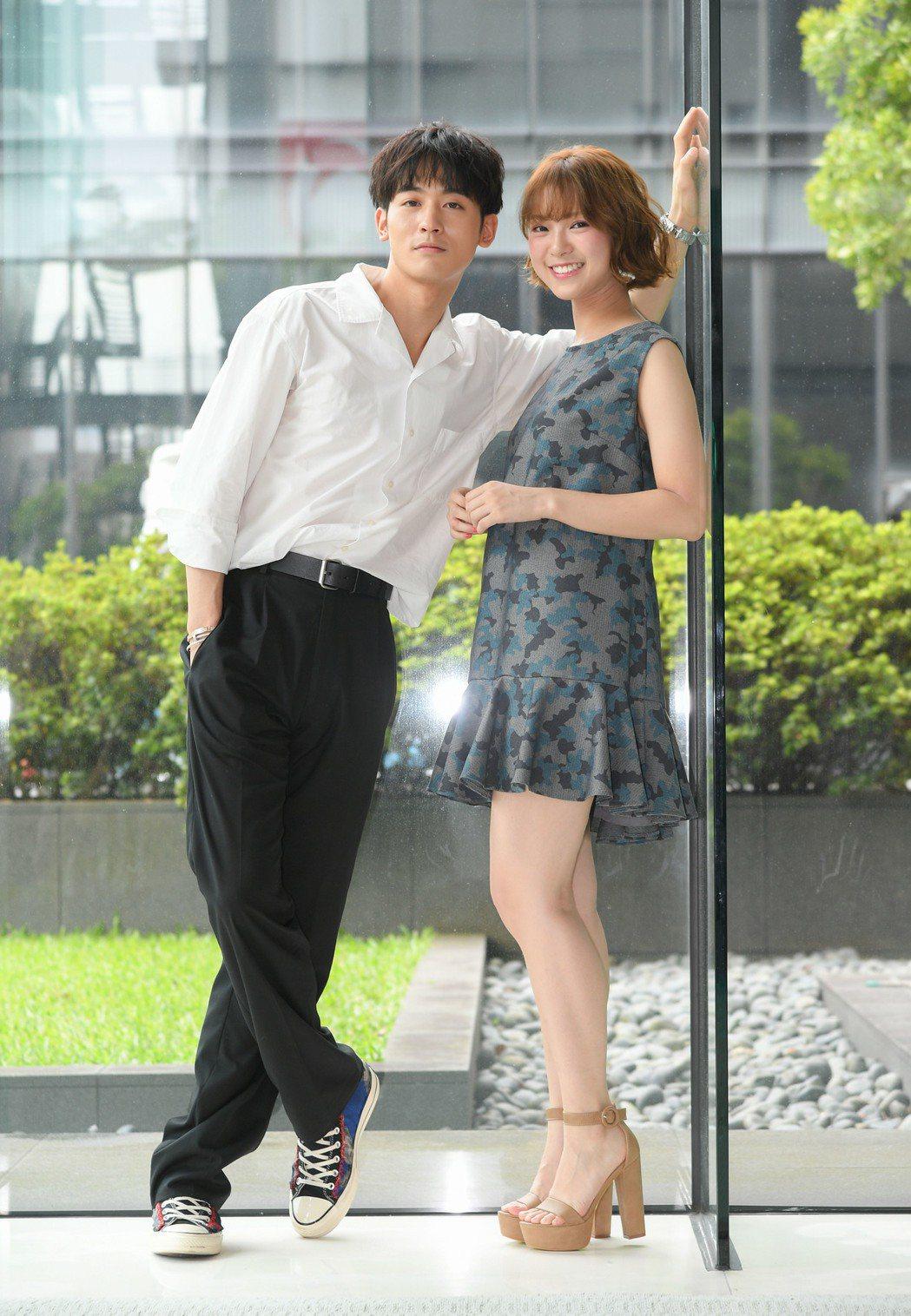 「小樂」吳思賢(左)和小他8歲的項婕如合作「網紅的瘋狂世界」。圖/三立提供