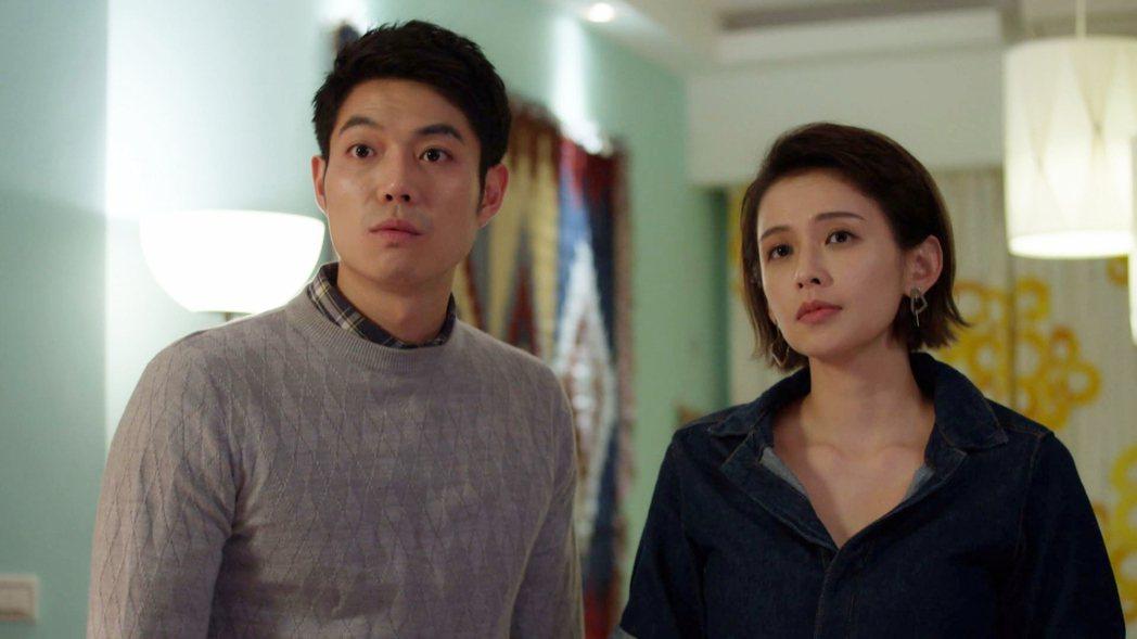 袁艾菲(右)與李沛勳上演火熱床戲。圖/八大提供