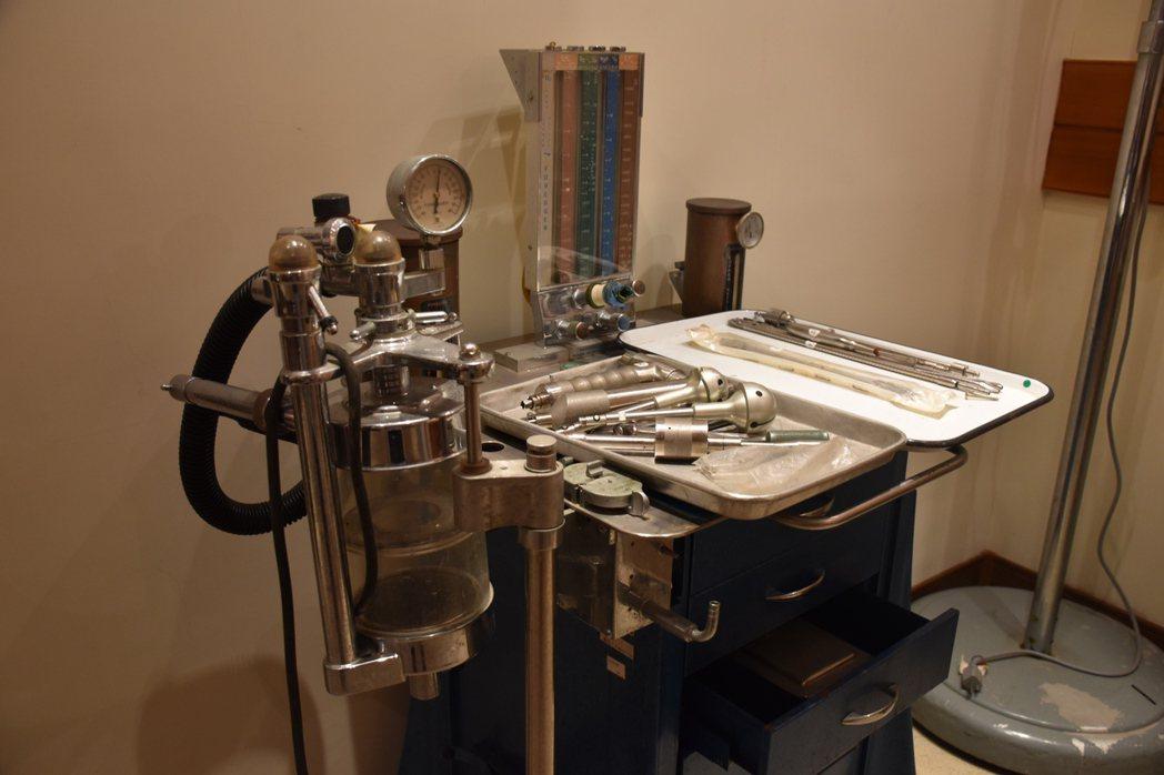 門諾醫院院史館保存薄柔纜醫師的手術工具,醫好許多病患。 記者王思慧/攝影
