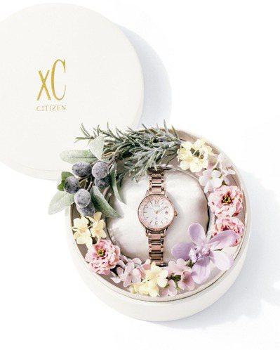 CITIZEN xC系列EC1164-53X腕表,隨表附送專屬收納盒,以永生花來...