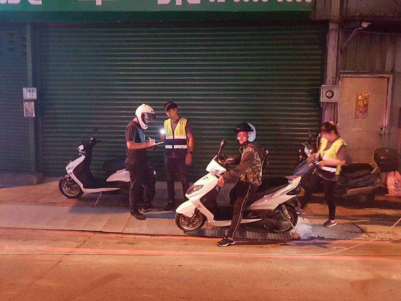 中和警為了還給居民生活安寧,16日針對台64線快速道路及景平路上的機動車輛,與環...